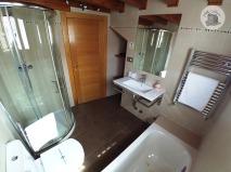 Casa Rural Villa Aurora Baño bajo cubierta 1